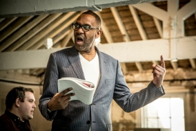 Lenny-Henry-Arturo-Ui-in-rehearsal-for-The-Resistible-Rise-of-Arturo-Ui-at-the-Donmar-Warehouse.-Photo-credit-Jack-Sain-4